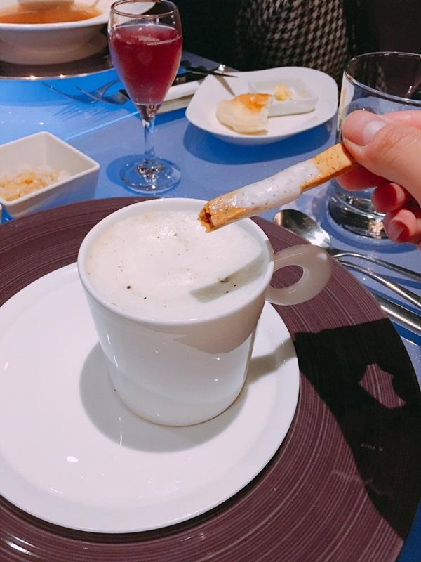 牛菌菇泡沫蘑菇濃湯